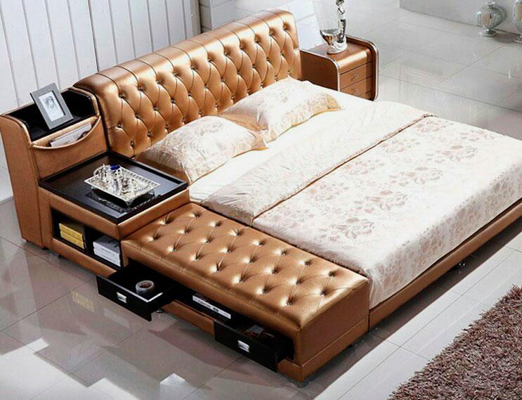 Фото мягкой кожаной кровати с функциональной угловой спинкой