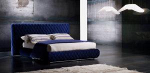 Фото синей кровати с мягкой отделкой