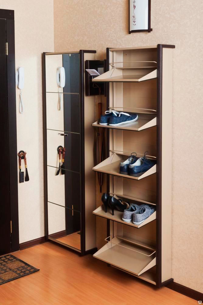 Высокий обувной шкаф в прихожей