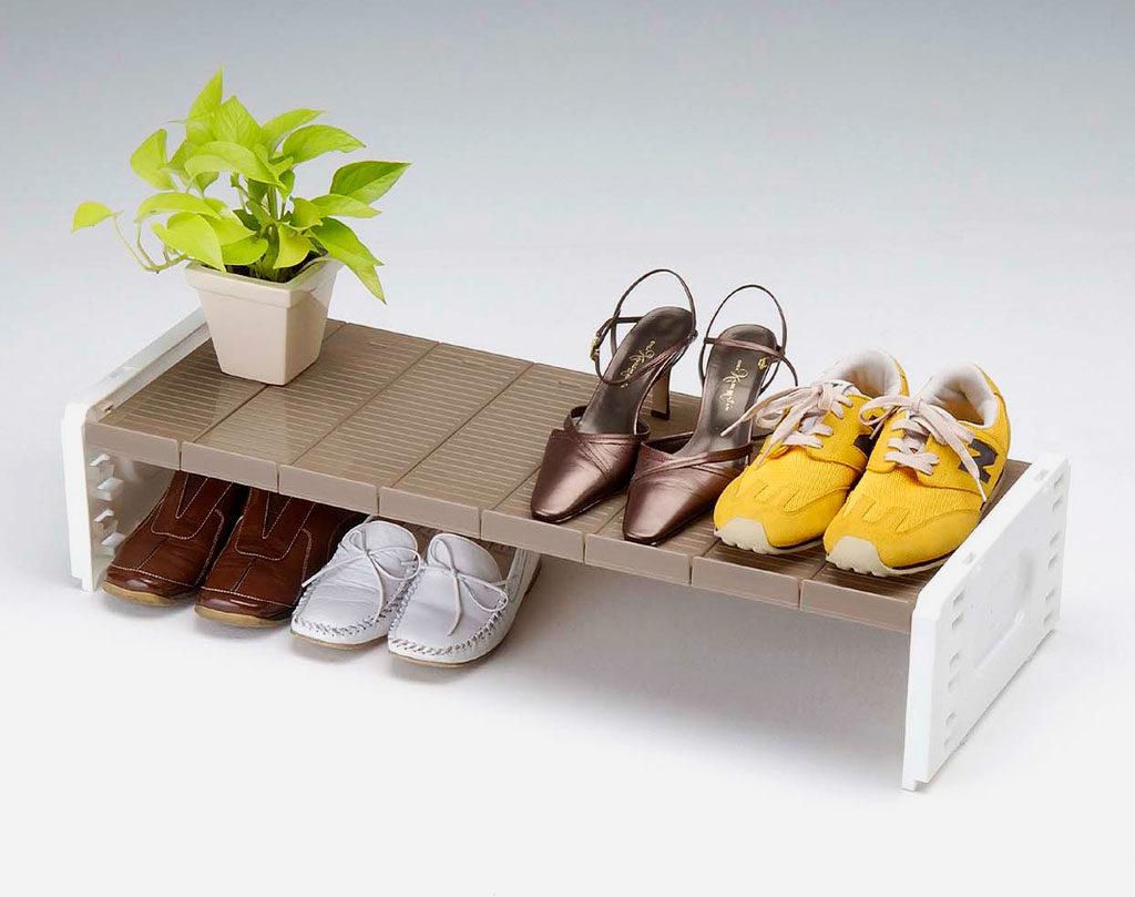 Фото пластиковой обувной подставки для прихожей