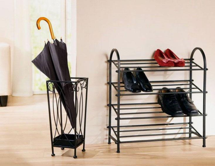 Металлическая подставка для обуви в интерьере