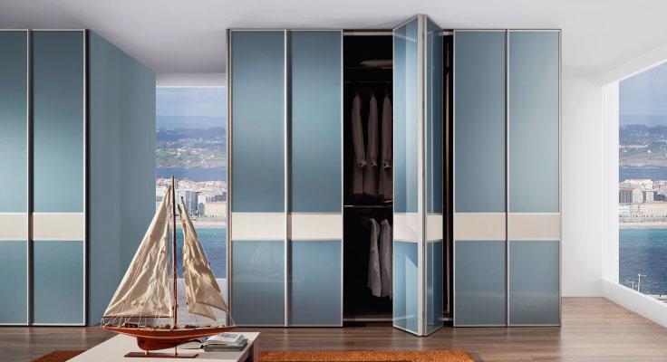 Фото шкафа со складными дверьми