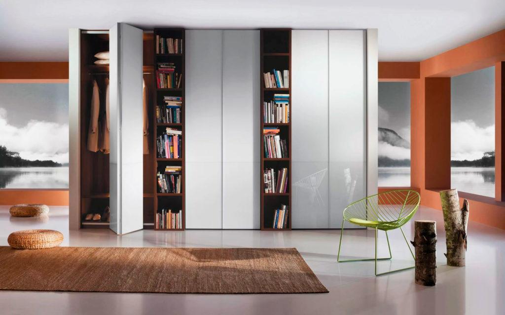 Фото встроенного шкафа до потолка со складными дверьми