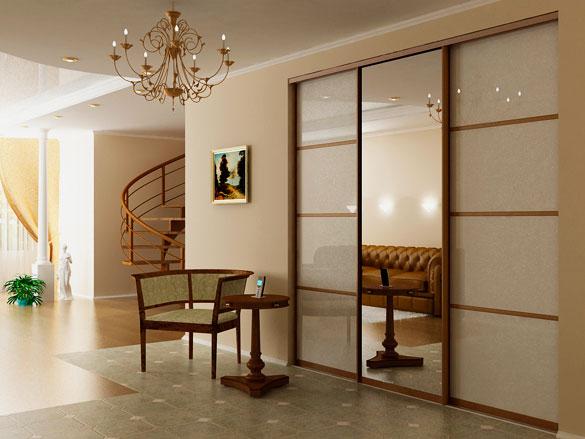 Шкаф в интерьере холла со стеклянными и зеркальной дверью раздвижного типа