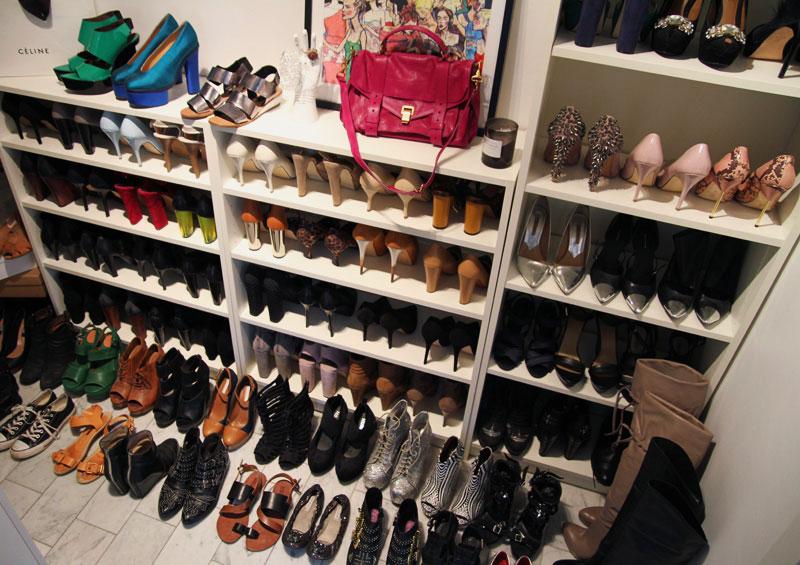 Фото встроенного шкафа для обуви с открытым фасадом