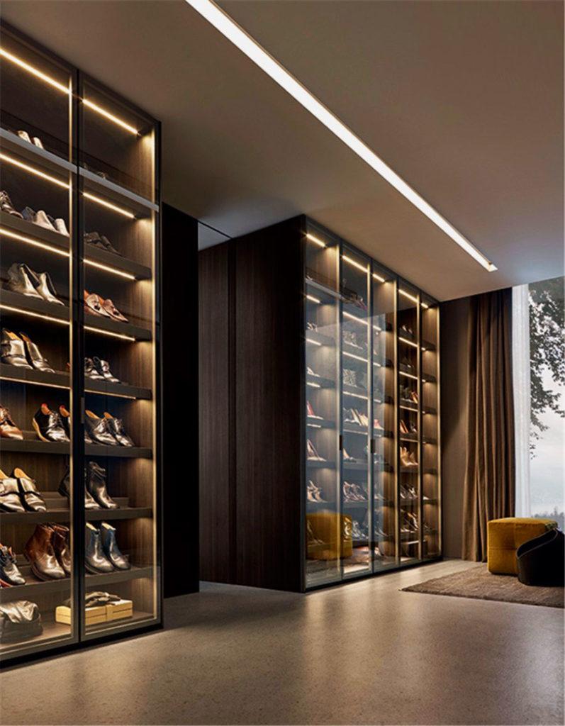 Большие шкафы для хранения обуви со стеклянными фасадными дверьми