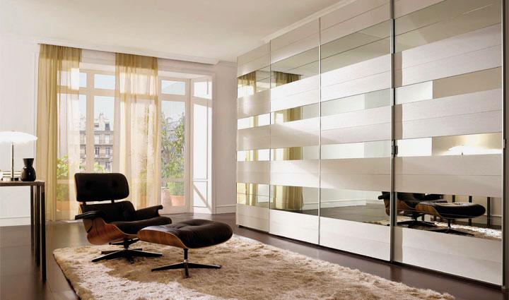 Большой шкаф с раздвижными дверьми с комбинированными фасадами