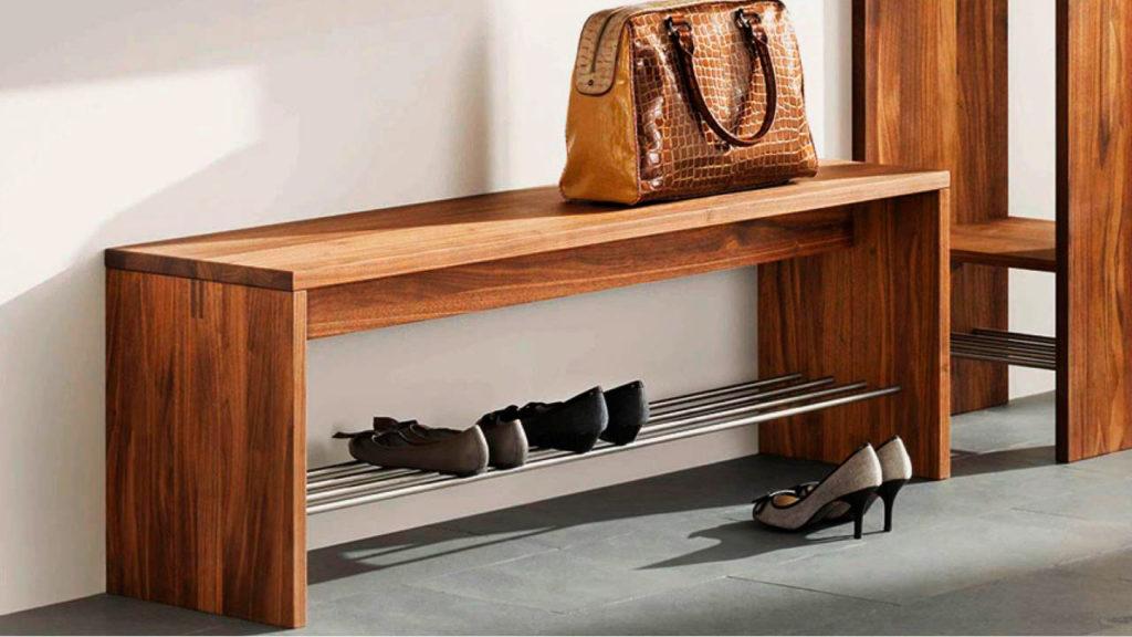 Деревянная скамейка в прихожую с подставкой для обуви