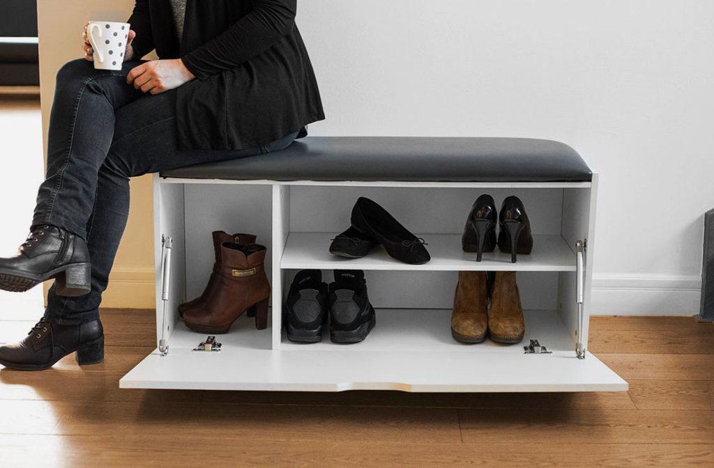 Обувница с мягким сидением и откидной дверцей