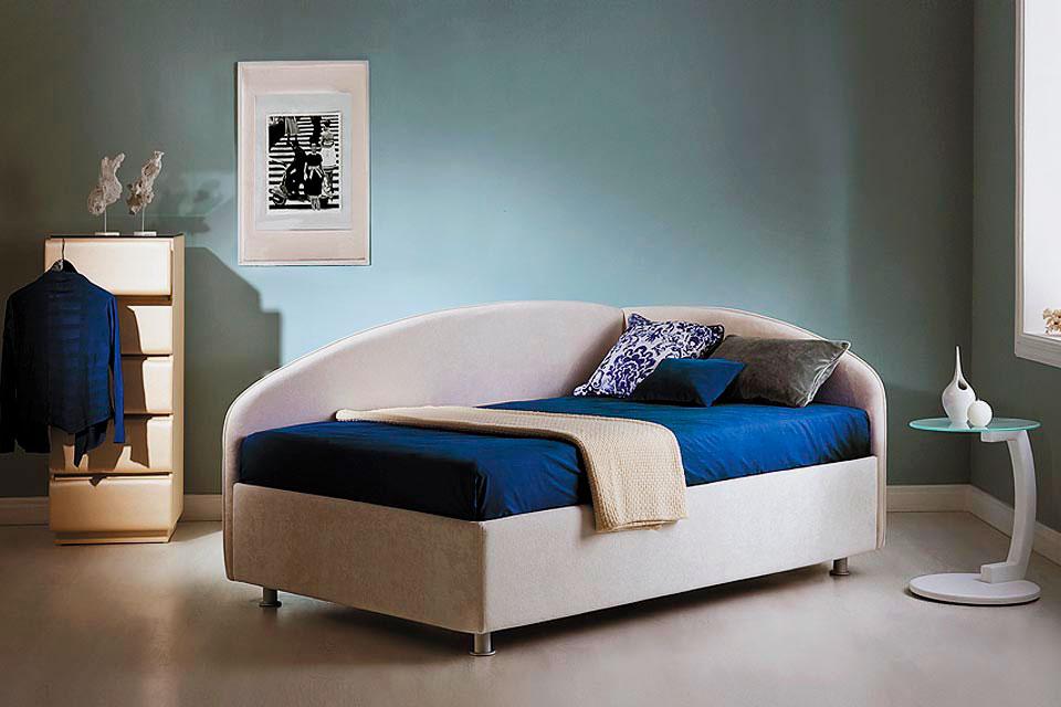 Односпальная угловая кровать с боковой спинкой