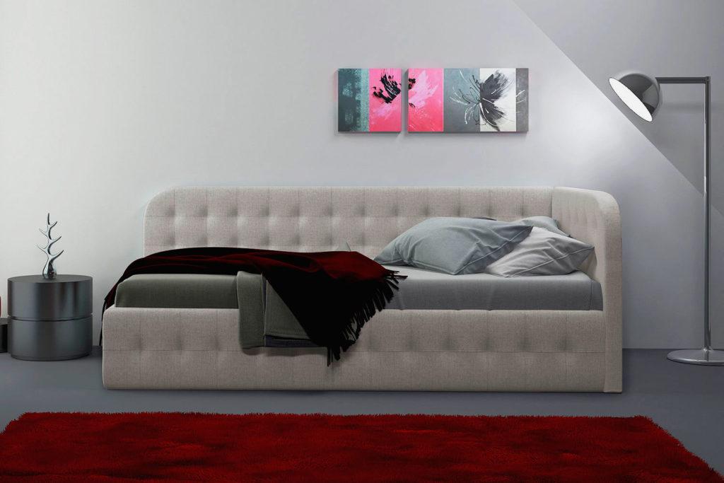 Фото мягкой кровати в тканевой обивке с высокой угловой спинкой