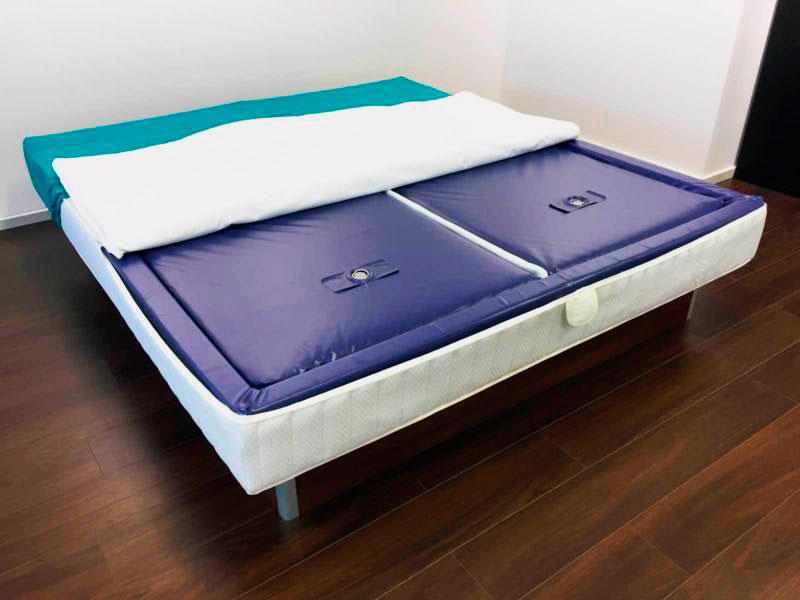 Фото двухсекционной водяной кровати