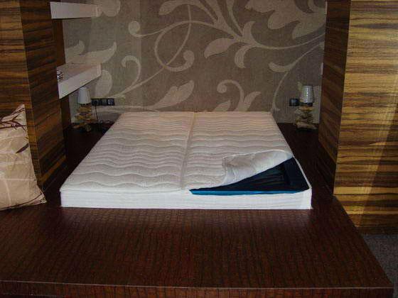 Кровать подиум с водяным матрасом