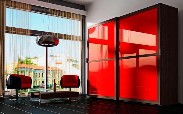 Фасад шкафа покрытый глянцевой ПВХ пленкой красного цвета