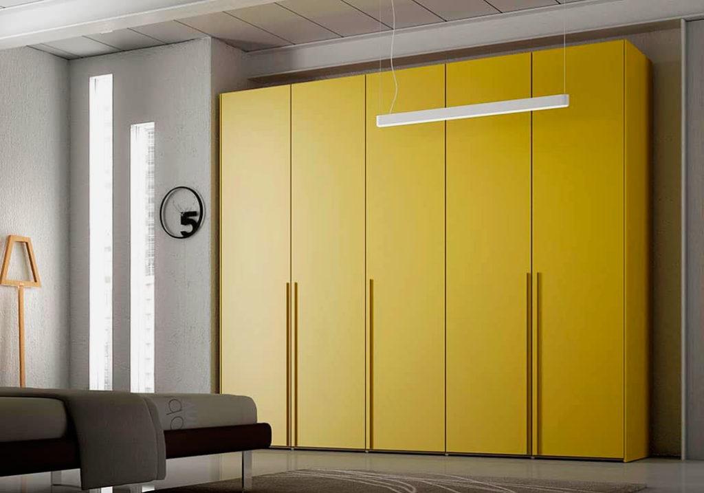 Стильный модульный шкаф с желтыми фасадами