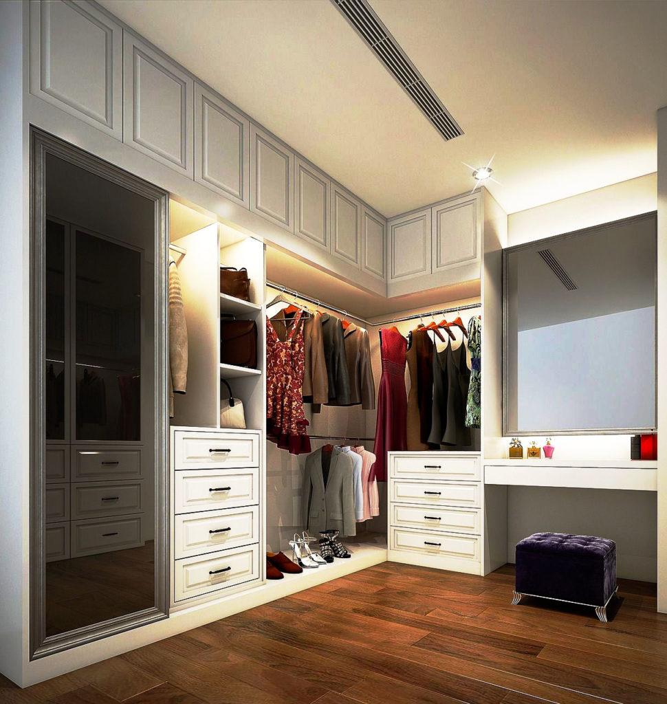 Фото внутреннего пространства шкафа с раздвижными дверьми в прихожей