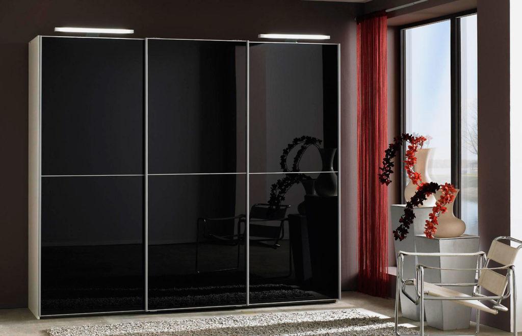 Шкаф с подсветкой в виде светодиодных светильников на козырьке