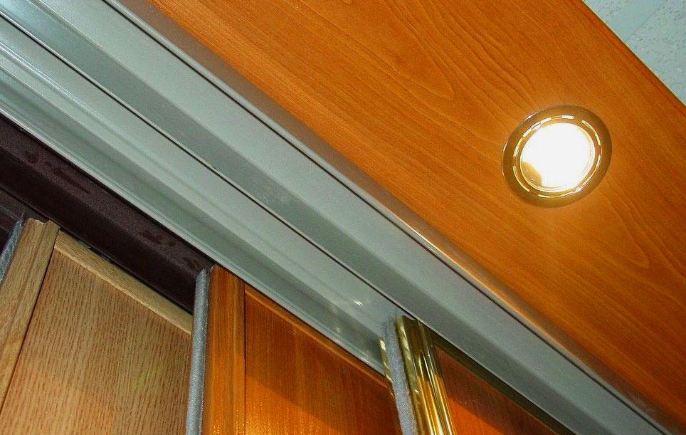 Фото галогеновой лампы для шкафа