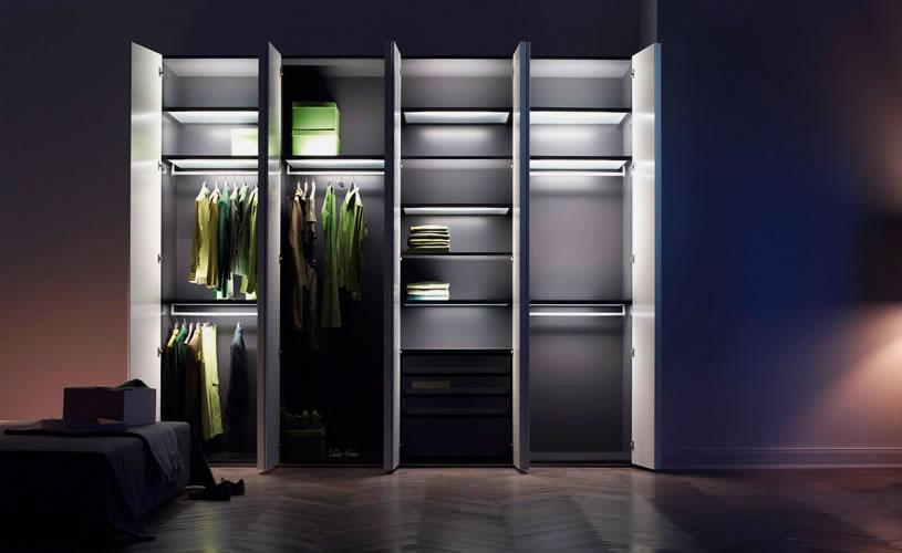 Фото шкафа с внутренней подсветкой