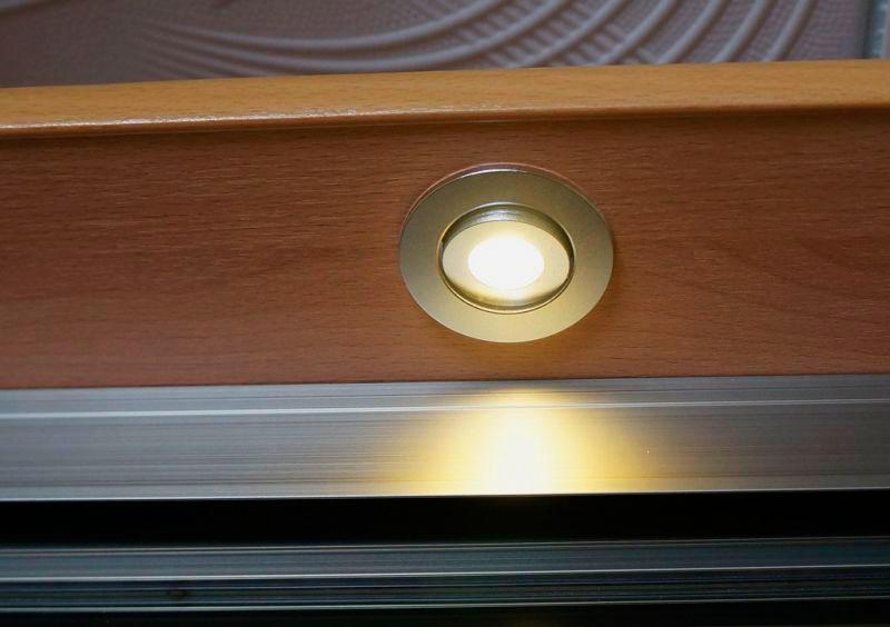 Фото галогенового светильника для шкафа