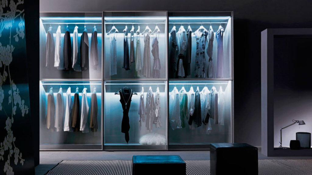 Фото шкафа для одежды с внутренним освещением