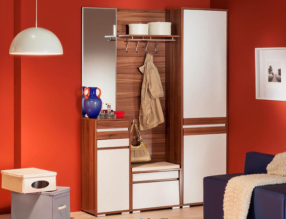 Модульный шкаф в интерьере прихожей