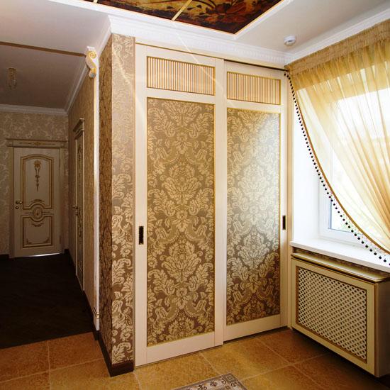 Фото прихожей в классическом стиле со встроенным шкафом