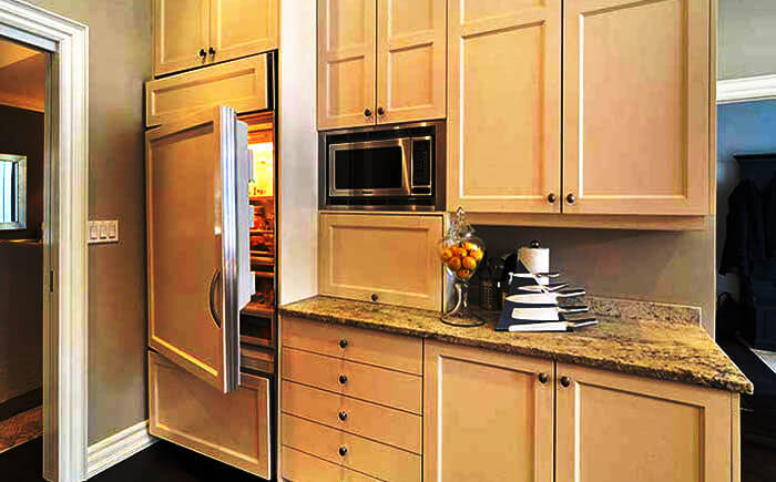 Фото кухни со встроенным холодильником