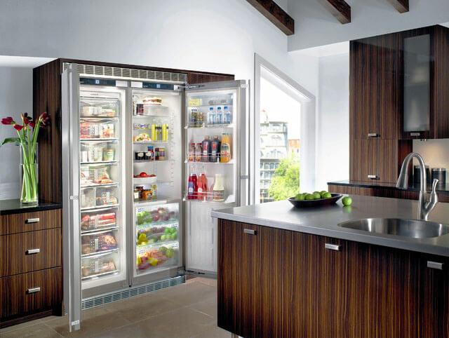 Фото шкафа со встроенным холодильником с верхней и нижней вентиляцией