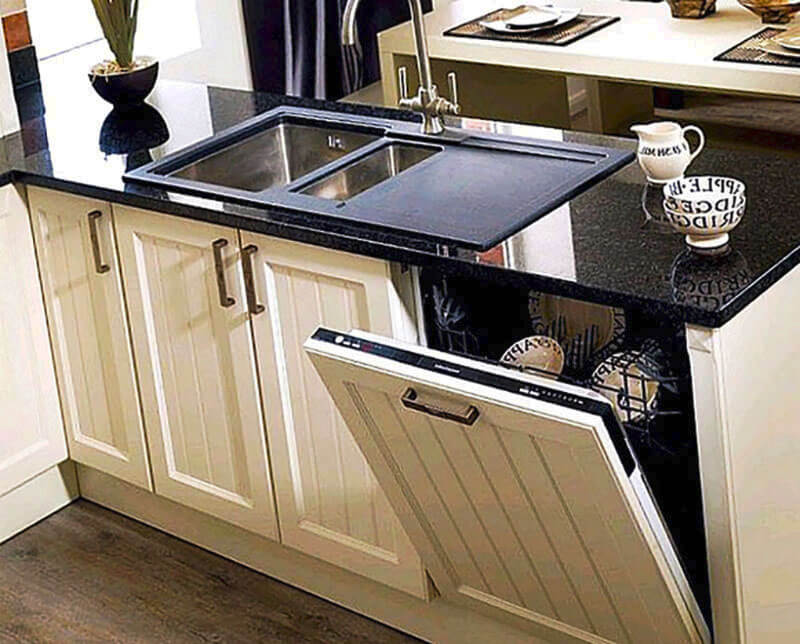 Встроенная посудомоечная машина в кухонном гарнитуре