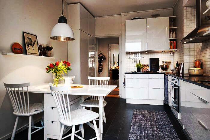 Фото кухни со шкафом пеналом в интерьере
