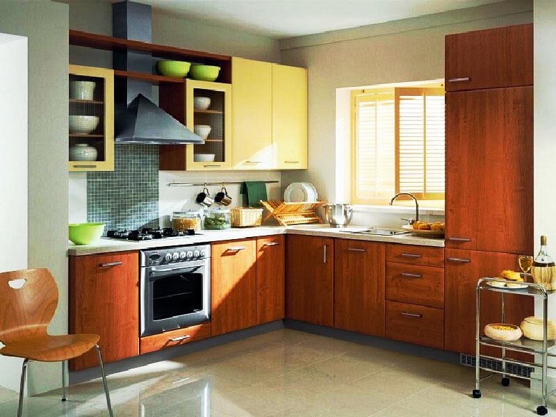 Угловая кухня с пеналом с краю