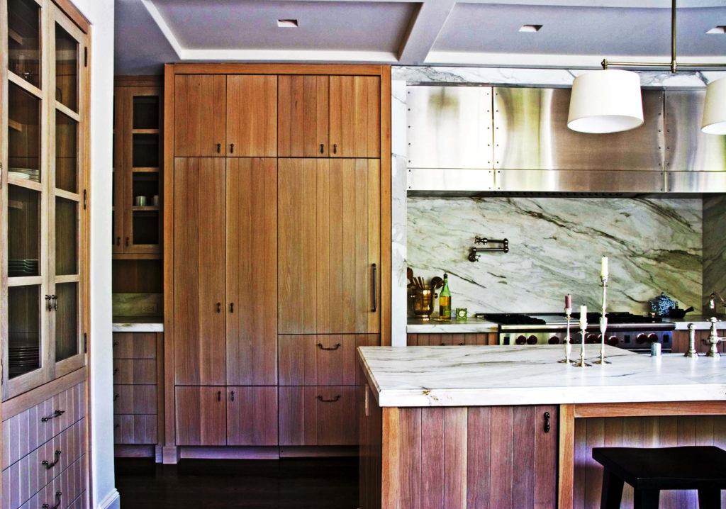 Встроенный шкаф-пенал на кухне