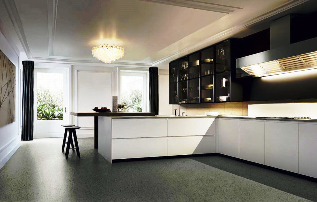 Фото просторной кухни с полуостровом