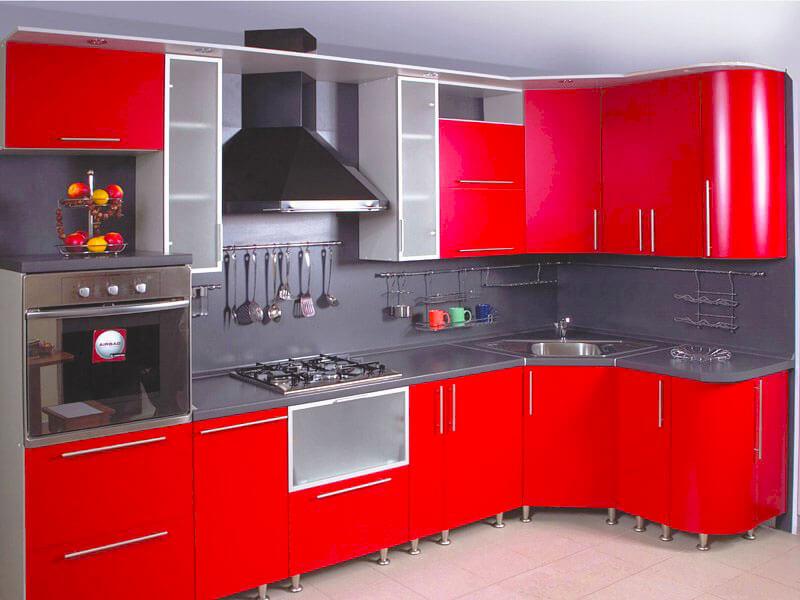 Фото углового кухонного гарнитура с мойкой встроенной в угловую тумбу