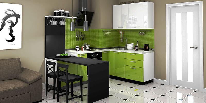 Маленький кухонный гарнитур с мойкой у стены