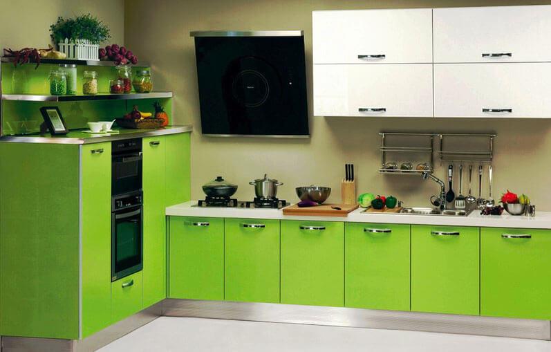 Фото кухонного гарнитура с металлической мойкой встроенной в прямую тумбу