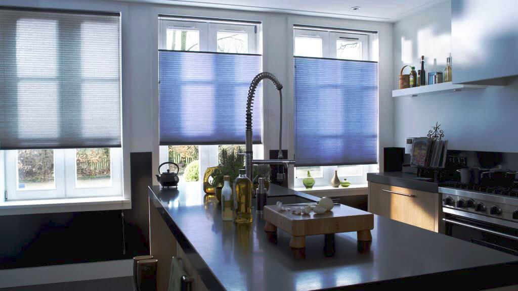 Фото мойки встроенной в кухонный остров