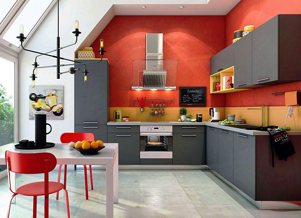 Фото угловой кухни с пеналом, нижним и верхним рядом шкафов
