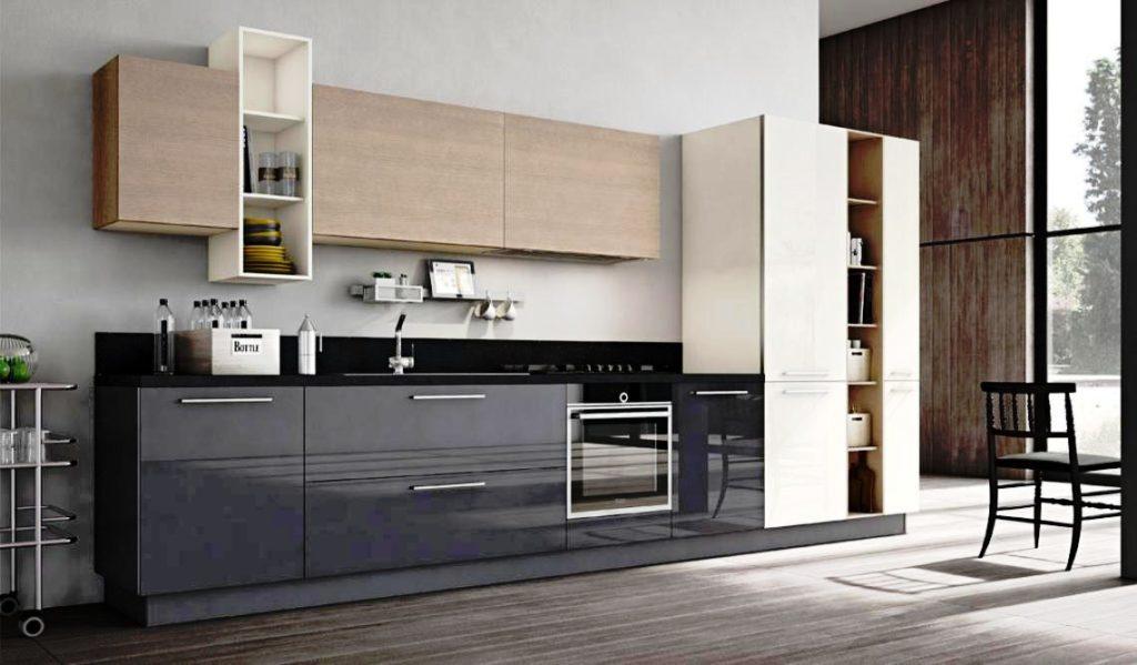 Фото кухонного гарнитура с широким вместительным пеналом