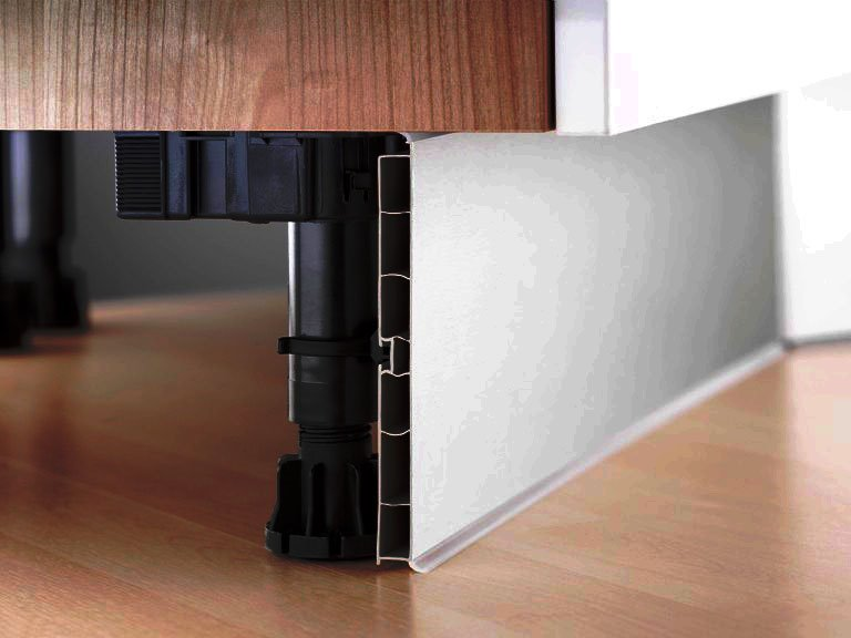 Фото ножек кухонных тумб прикрытых плинтусом