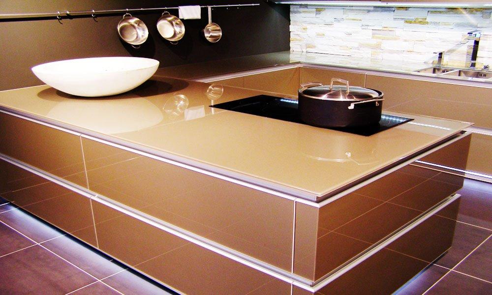 Фото стеклянной кухонной столешницы