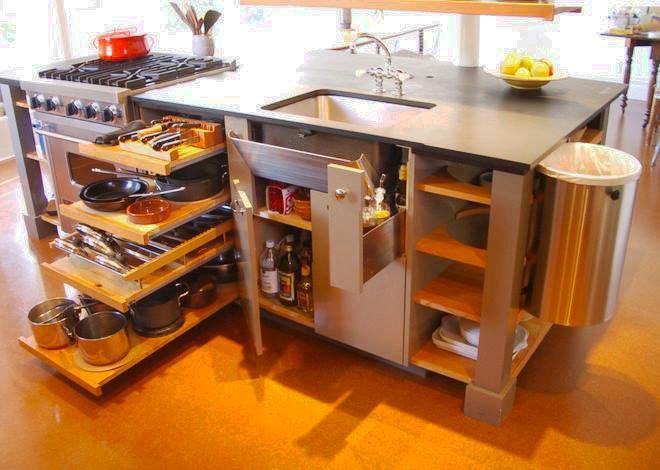 Фото функционального кухонного острова со множеством шкафчиков