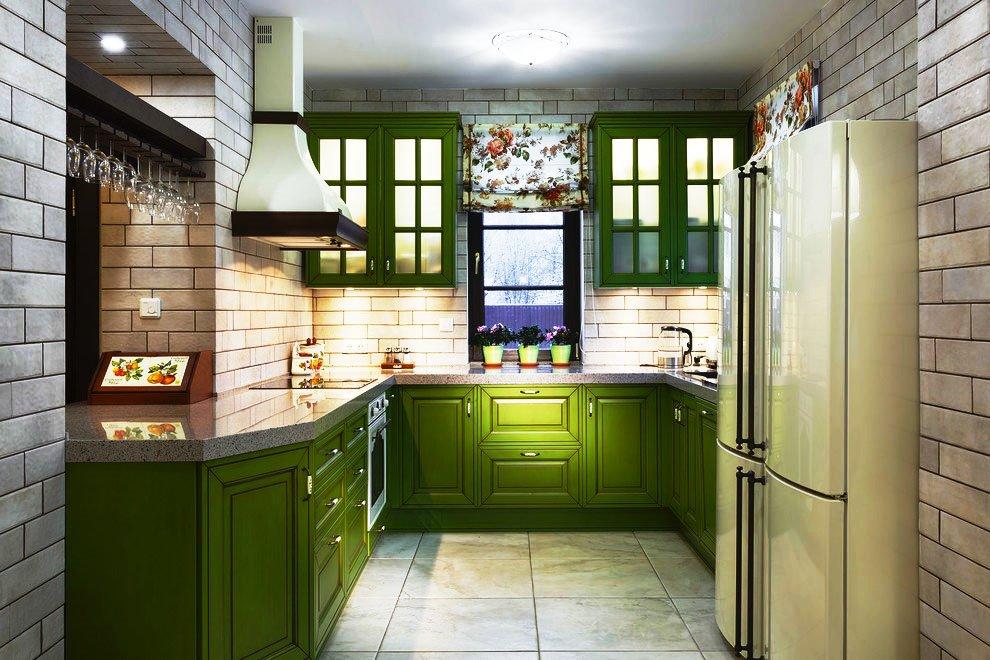 Фото кухни с деревянными фасадами зеленого цвета