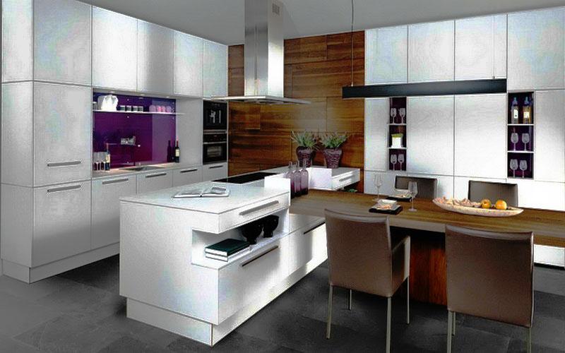 Современный кухонный гарнитур в белом цвете со шкафами под потолок