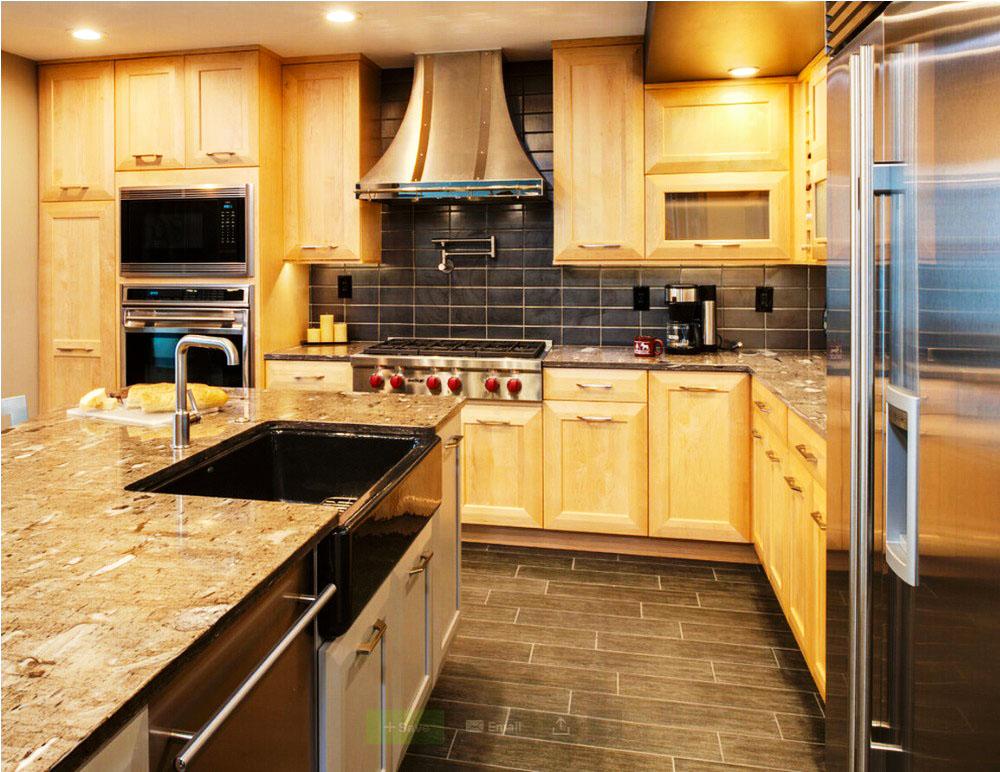 Кухня с пеналом со встроенной техникой