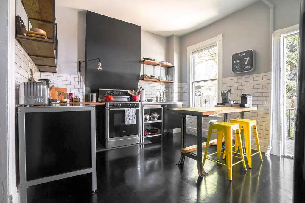 Фото кухонного гарнитура с нижними шкафами с металлическим каркасом