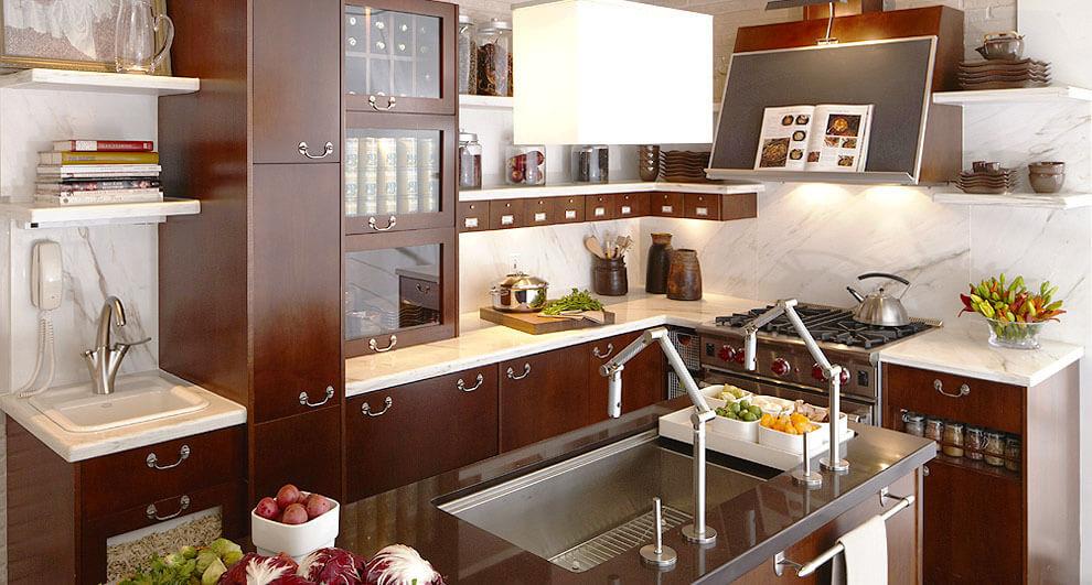 Кухонный гарнитур с откидными ящиками в нижних тумбах