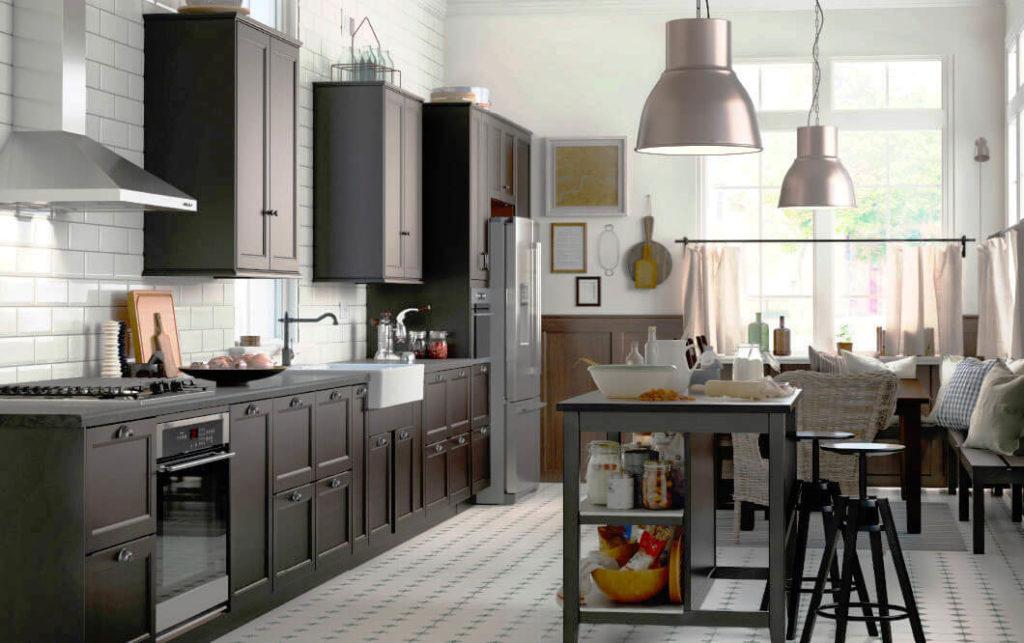 Фото кухни с выдвижными ящиками в нижних шкафах