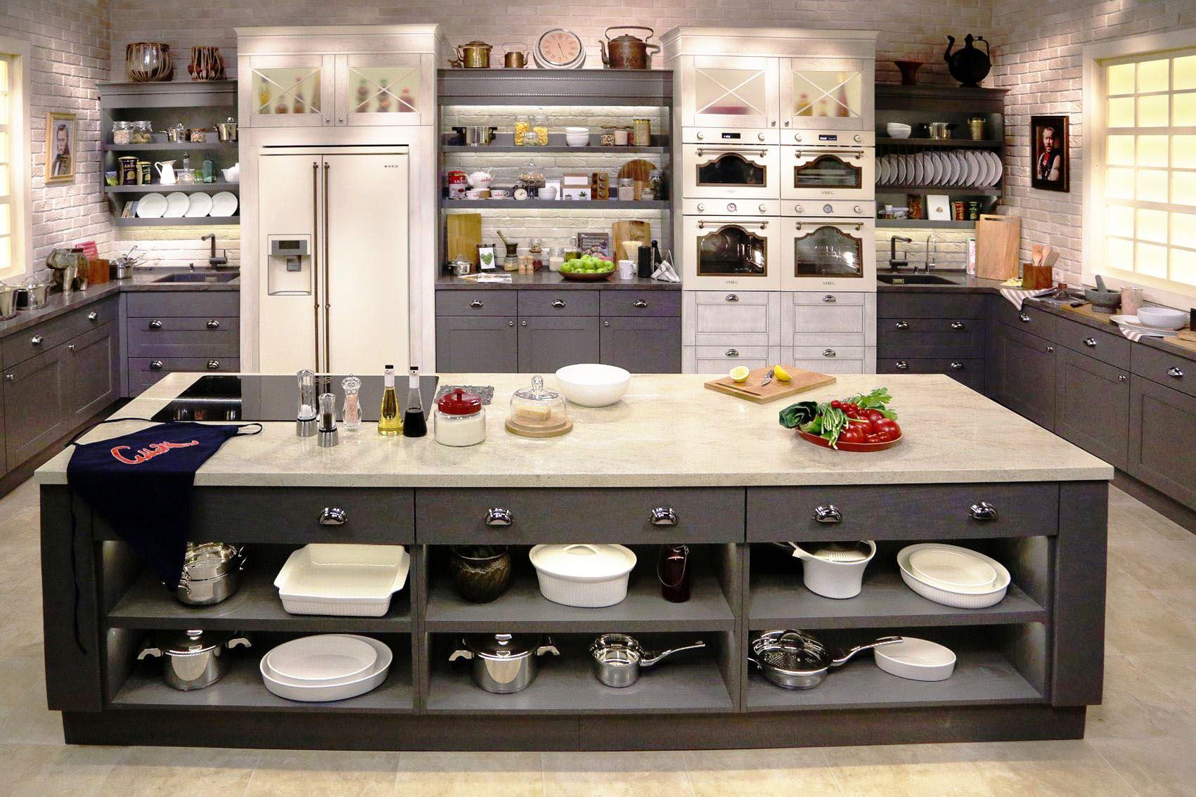 Самые красивые кухни с полками фото